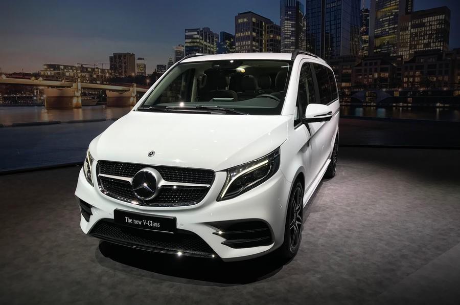 Mercedes-Benz V-Class 2019 có 3 hốc gió trên đầu xe nếu đi kèm gói AMG Line tùy chọn