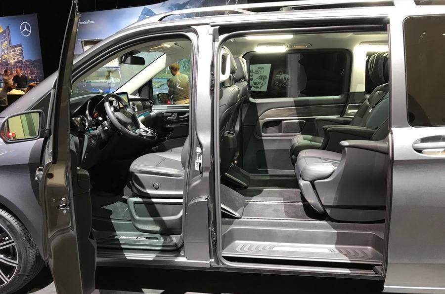 Nội thất bên trong Mercedes-Benz V-Class 2019