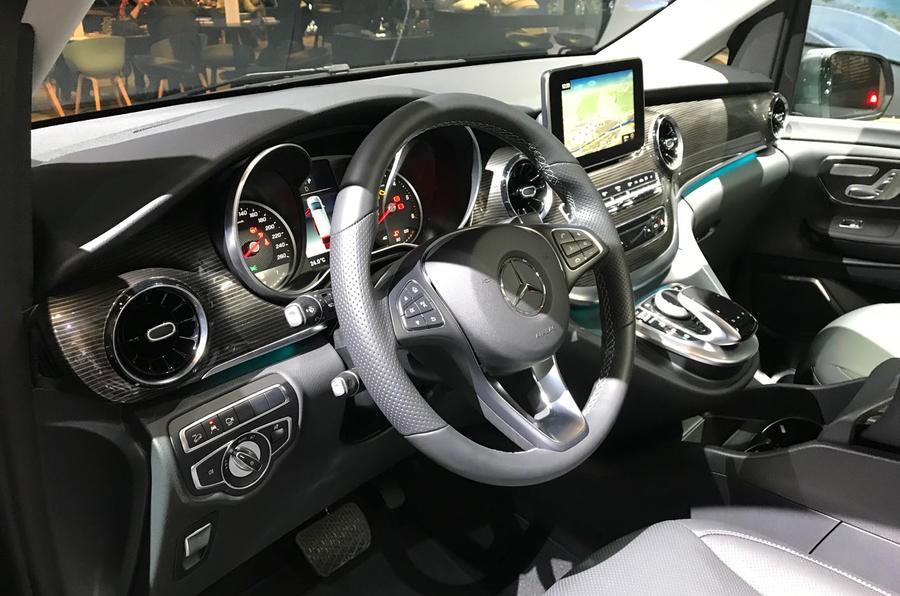 Mercedes-Benz V-Class 2019 có màn hình 10,25 inch trên mặt táp-lô
