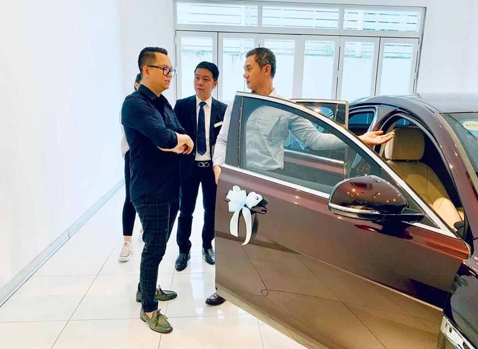 Việc tậu Jaguar XF hơn 3 tỷ đồn đã giúp đạo diễn Long Kan chính thức gia nhập đại gia đình siêu báo tại Việt Nam