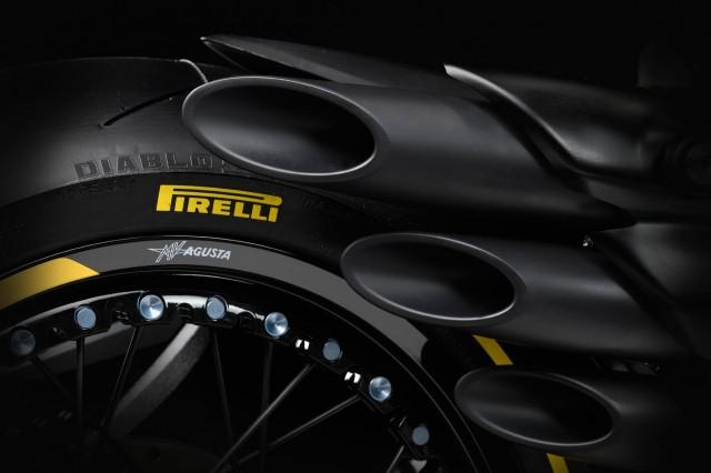 Tất nhiên chiếc xe sẽ được sử dụng lốp Pirelli Diablo