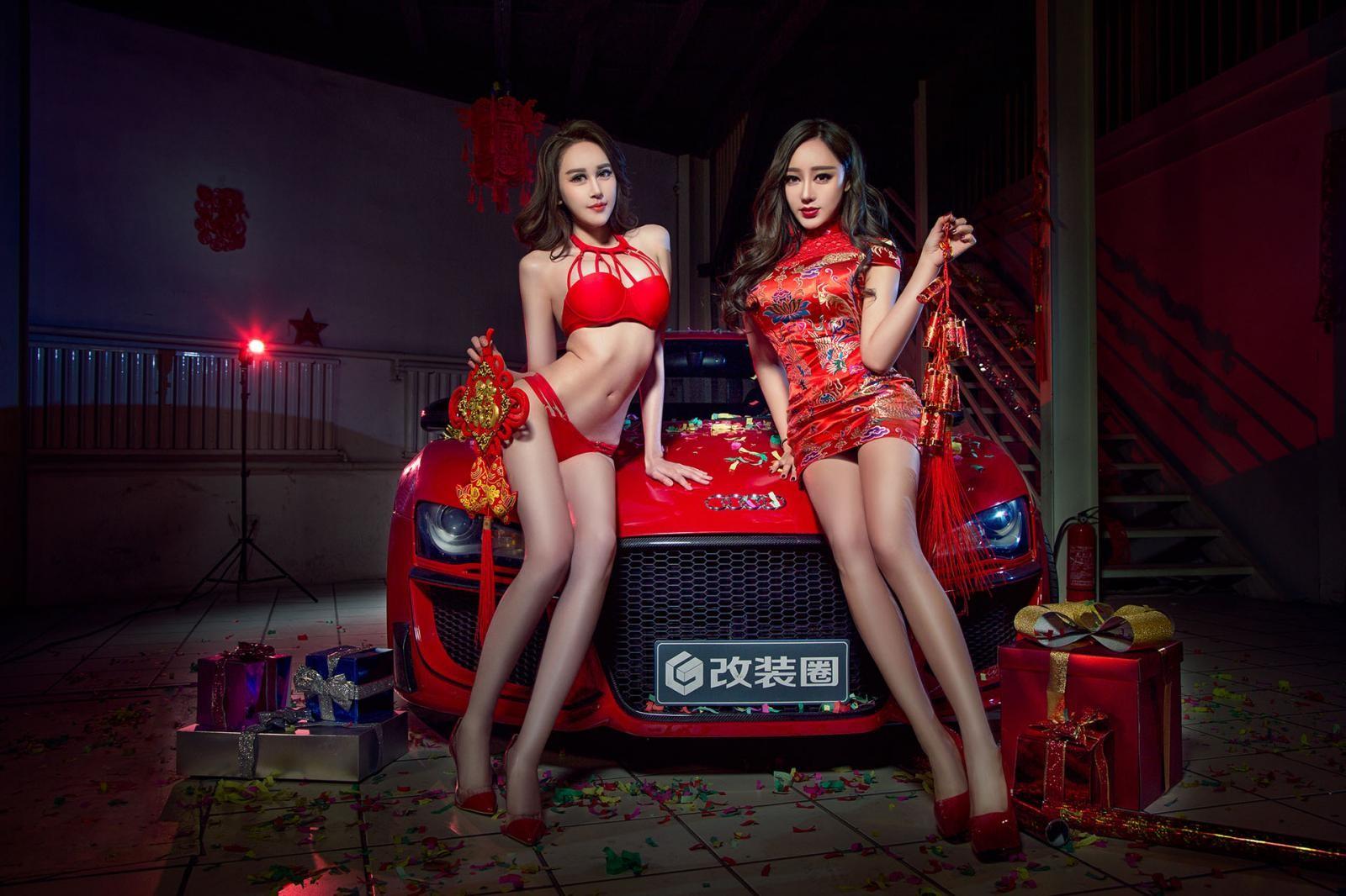 Nghênh đón xuân mới cùng hai người mẫu gợi cảm diện đồ đỏ bên Audi R8 - 5