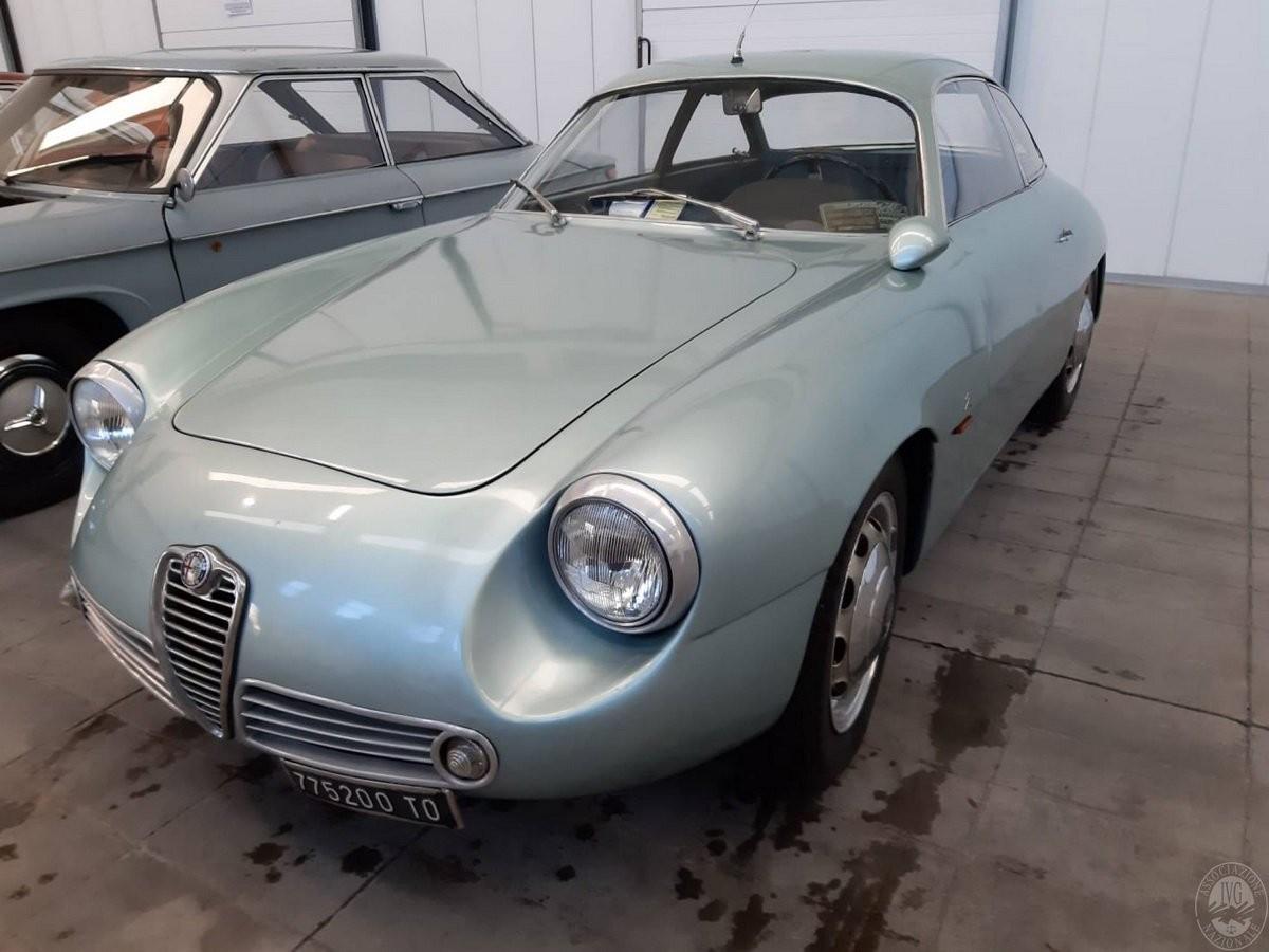 Chiếc Alfa Romeo Giulietta SZ này còn hoàn toàn nguyên vẹn
