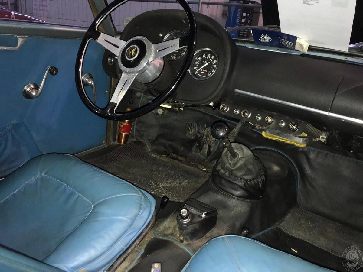 Alfa Romeo Giulietta SZ đi kèm nội thất tối giản