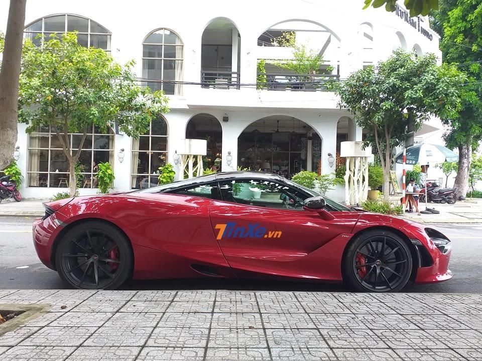 Siêu xe McLaren 720S màu đỏ Memphis đầu tiên tại Việt Nam