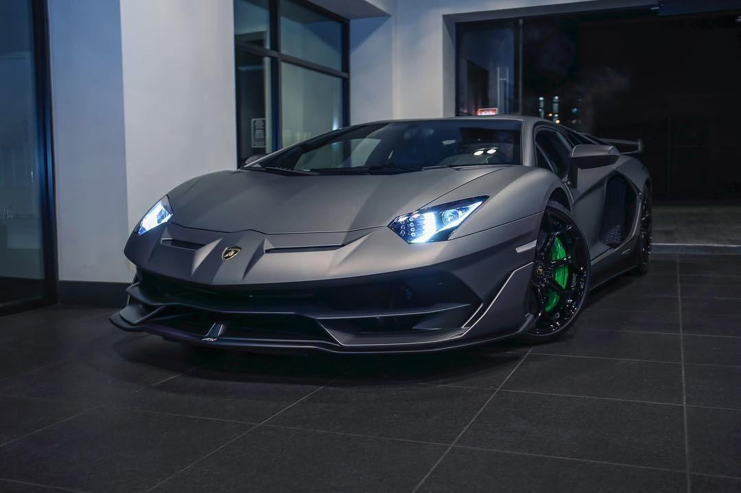 Siêu xe hàng hiếm Lamborghini Aventador SVJ đầu tiên trên thế giới mang bộ áo Grigio Titans