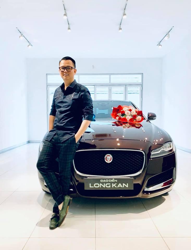 Đạo diễn Long Kan mua chiếc sedan Jaguar XF hơn 3 tỷ đồng trong những ngày giáp Tết Nguyên đán