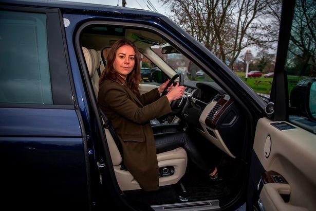 Chiếc Range Rover Autobiography có nhiều trang bị được lắp theo yêu cầu của Hoàng gia Anh