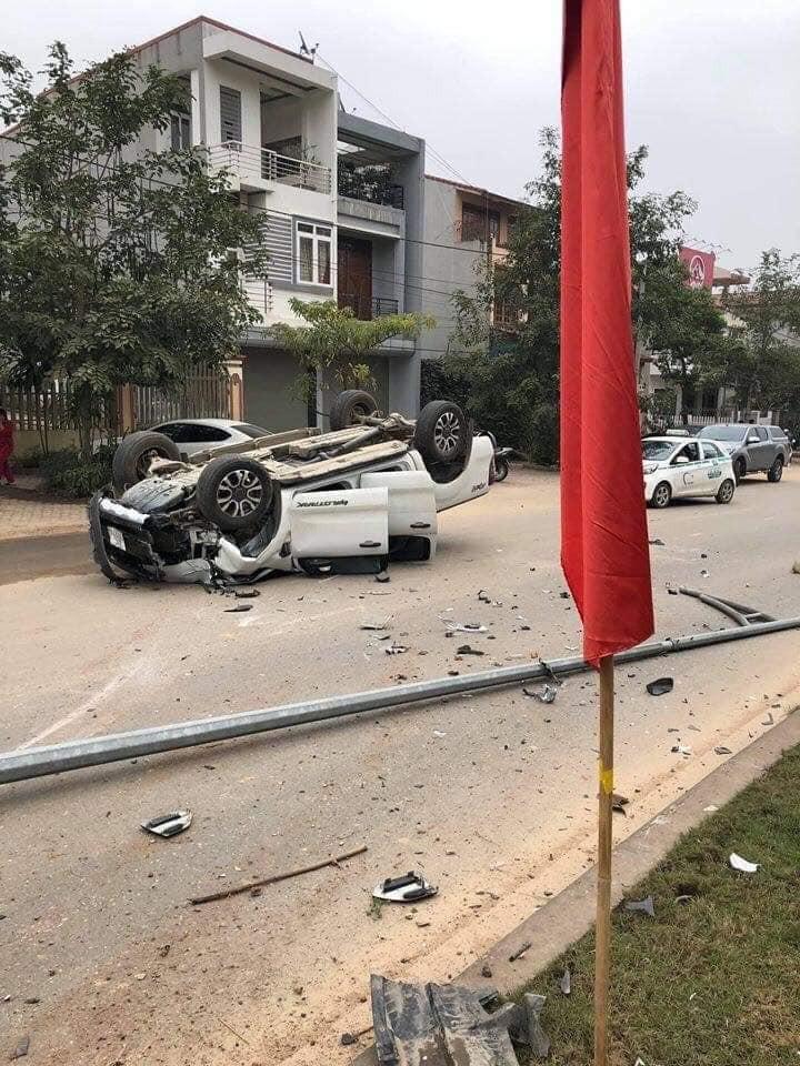Chiếc Ford Ranger bị hỏng nặng sau vụ tai nạn