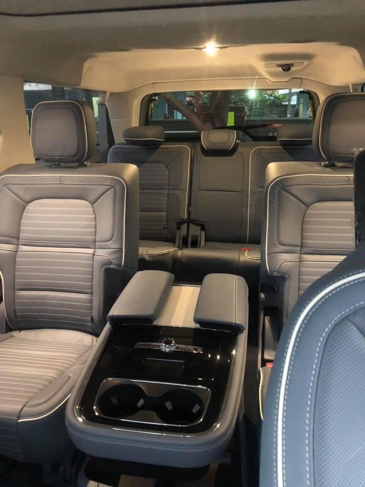 Không gian nội thất của Lincoln Navigator 2018 phiên bản Black Label L siêu rộng rãi