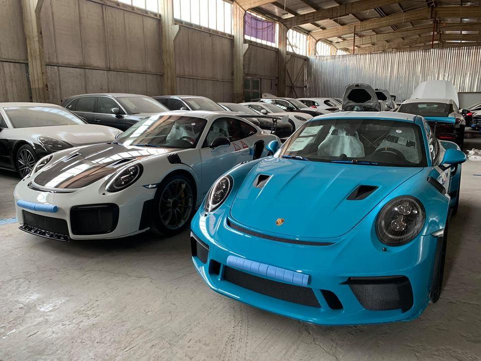 Và Porsche 911 GT3 RS 2019 màu xanh Miami
