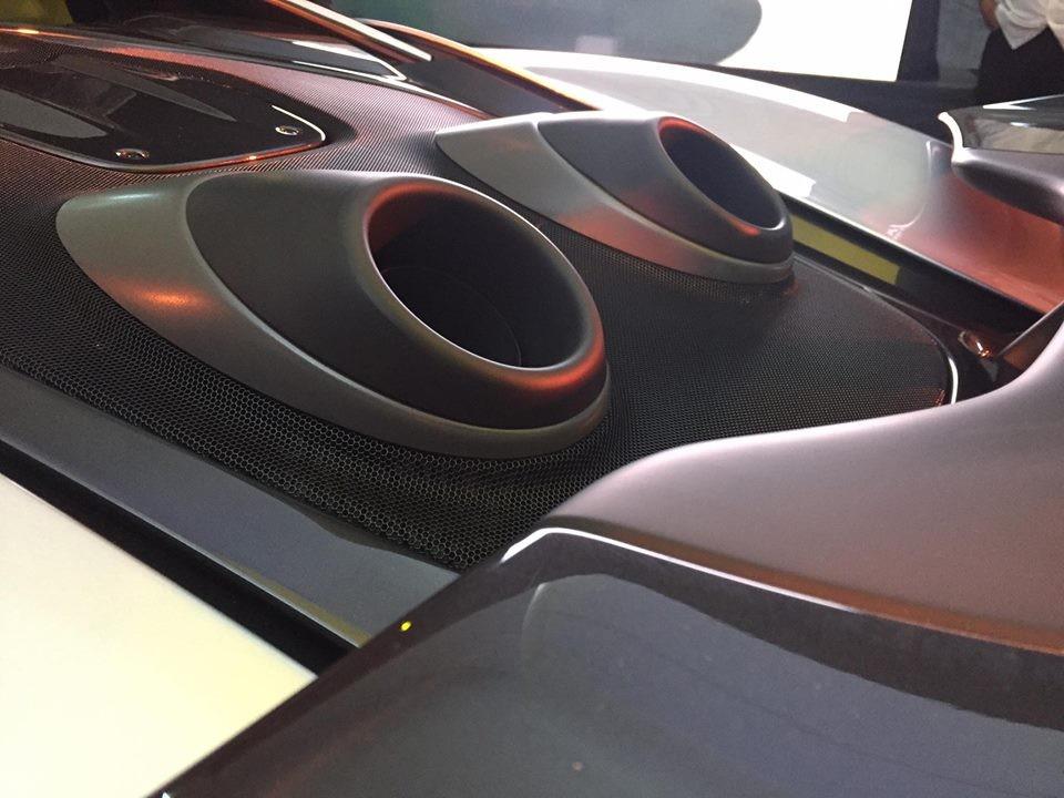 siêu xe McLaren 600LT còn được trang bị động cơ V8, dung tích 3.8 lít, tăng áp kép, sản sinh công suất tối đa 592 mã lực
