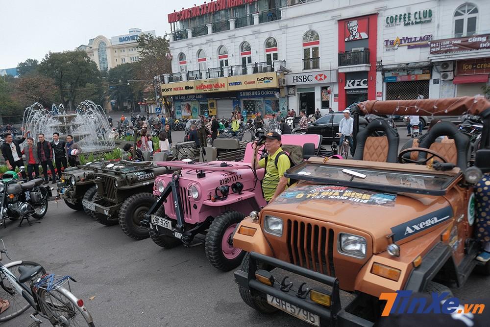 Những chiếc xe Jeep cũng góp mặt trong buổi gặp gỡ thường niên.