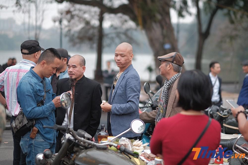 Dường như đây đã là ngày truyền thống của các biker, các hội nhóm chơi xe tại Hà Nội mỗi dịp năm mới.
