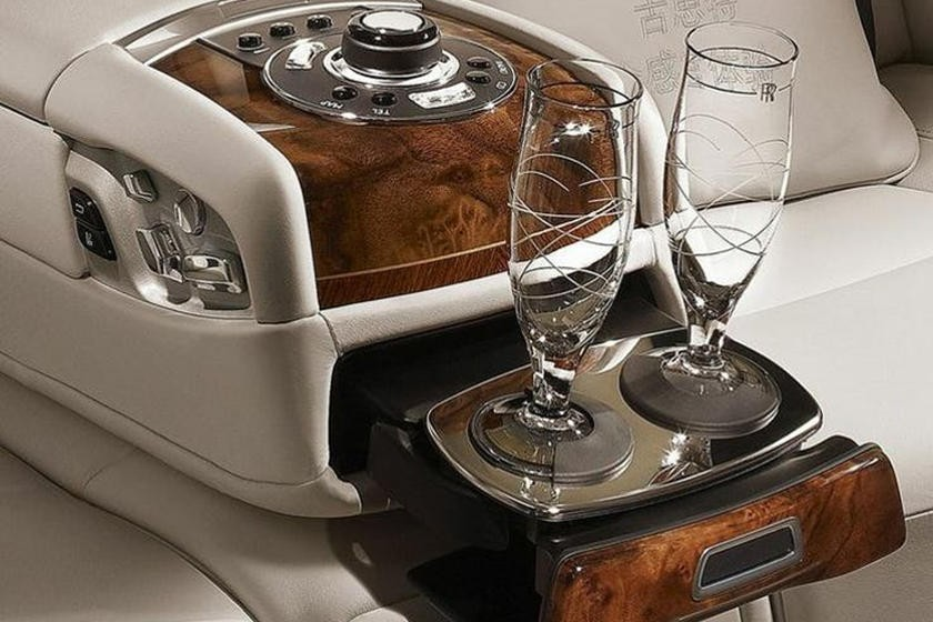 Tủ đựng đồ uống của Rolls-Royce cho Phantom gần như là một phụ kiện không thể thiếu