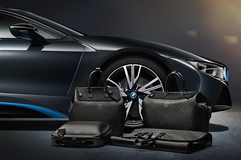 Túi hành lý may thủ công của BMW i8 chỉ có 1 màu đen duy nhất với giá 20.000 USD (464 triệu đồng)