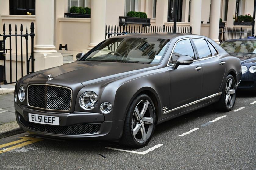 Màu sơn đặc biệt siêu đẹp của Bentley đi kèm cái giá siêu đắt đỏ: 32.000 USD (742,5 triệu đồng)