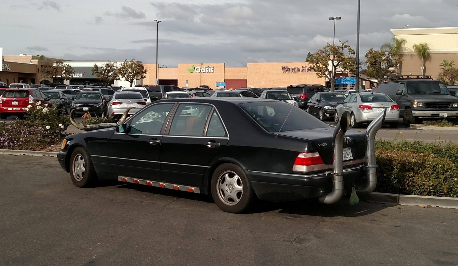 Bộ dạng của chiếc Mercedes S-Class cổ được độ xấu tệ hại