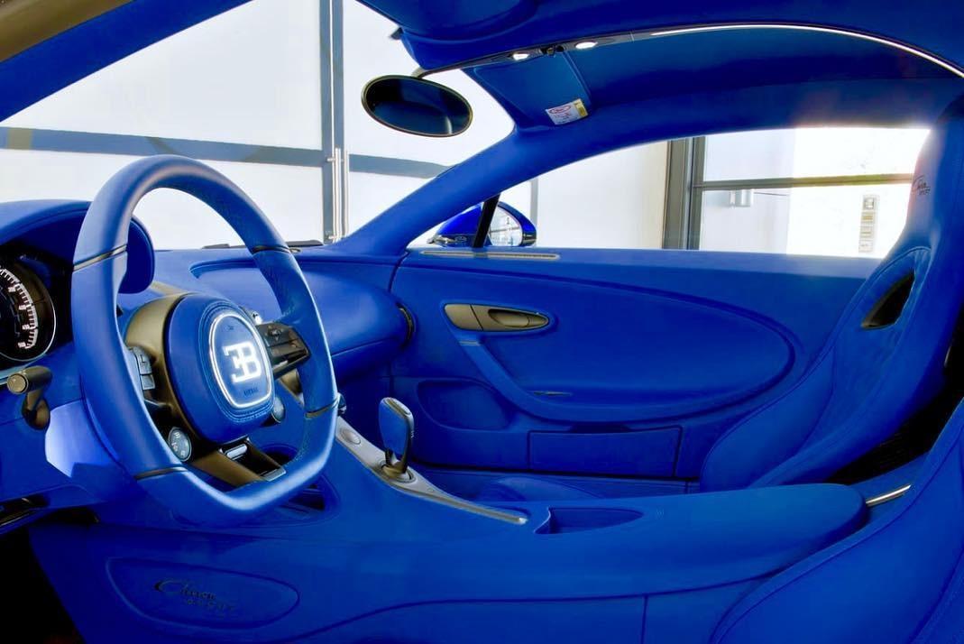 Nội thất màu xanh dương bên trong chiếc Bugatti Chiron Sport