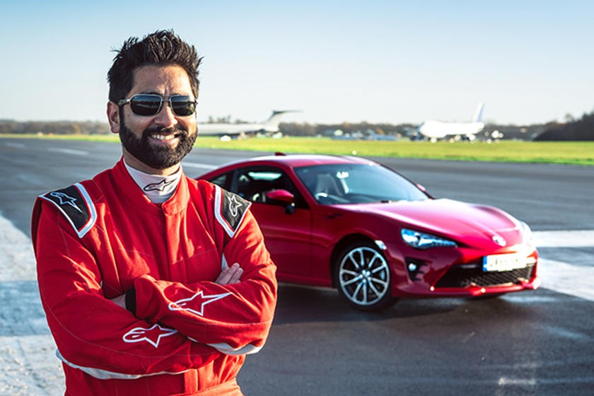 Bác sĩ Amit Patel sẵn sàng trênđường đua