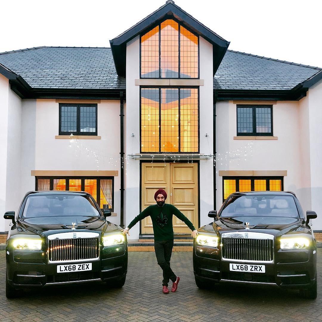 Cặp đôi Rolls-Royce Cullinan màu đỏ và xanh lục của tỷ phú người Anh