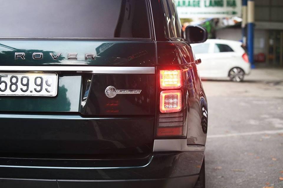 Logo SVAutobiography xuất hiện phía đuôi xe Range Rover HSE đời 2013