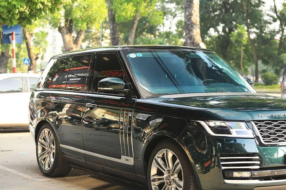Range Rover HSE độ body kit SVAutobiography không có nâng cấp nào ở động cơ nên xe chỉ sở hữu trái tim V6, dung tích 3.0 lít, Supercharged