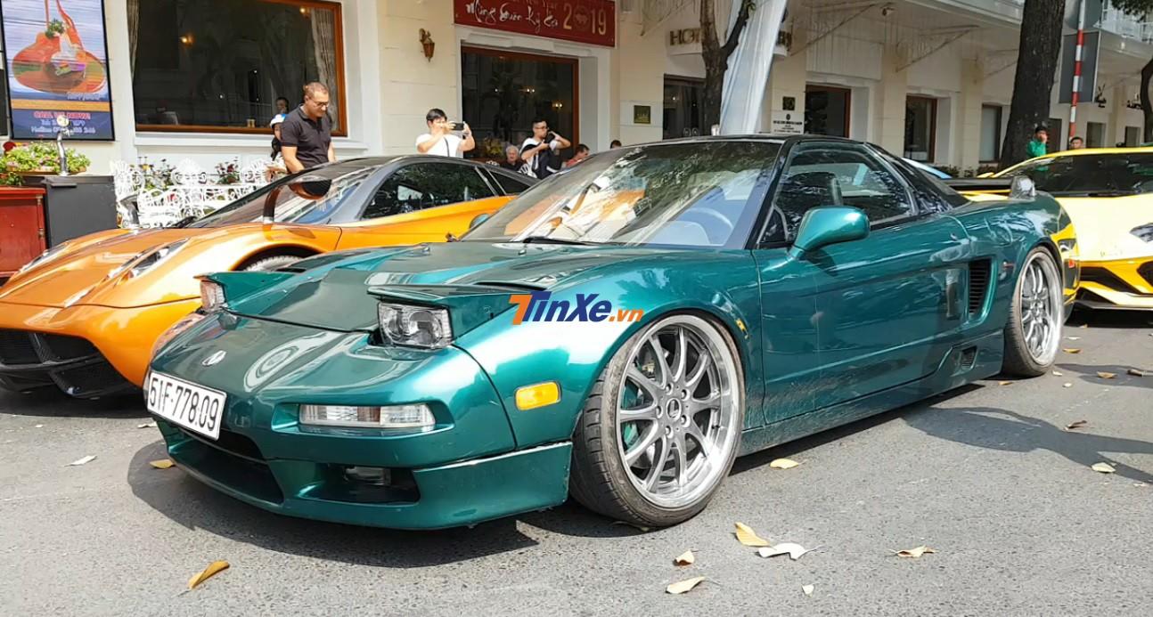 Khi 1 người bạn trêu chiếc Acura NSX tuổi gì đỗ kế Pagani Huayra của Minh Nhựa