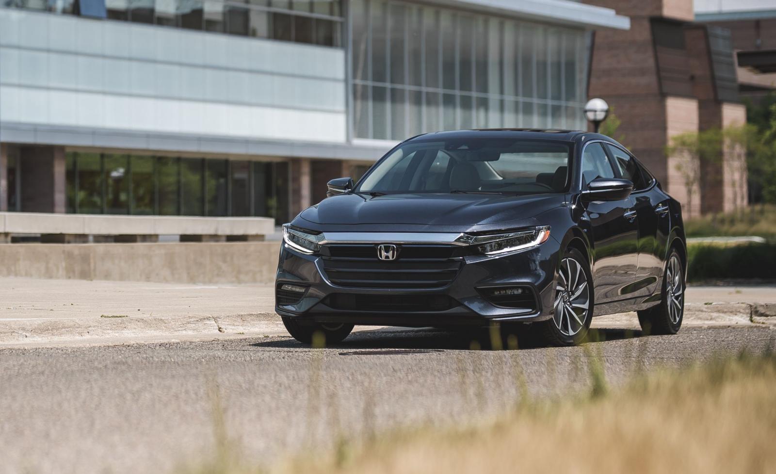 Honda Insight có nhiều điểm trừ nhưng bù lại đây hiện đang là mẫu xe có khả năng tiết kiếm nhiên liệu nhất