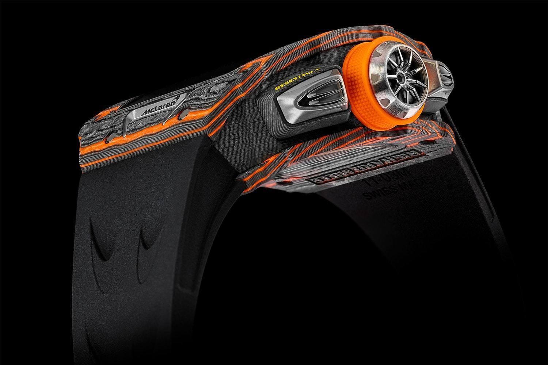 Rất nhiều điểm nhận diện của McLaren xuất hiện trên chiếc đồng hồ Richard Mille RM11-03.