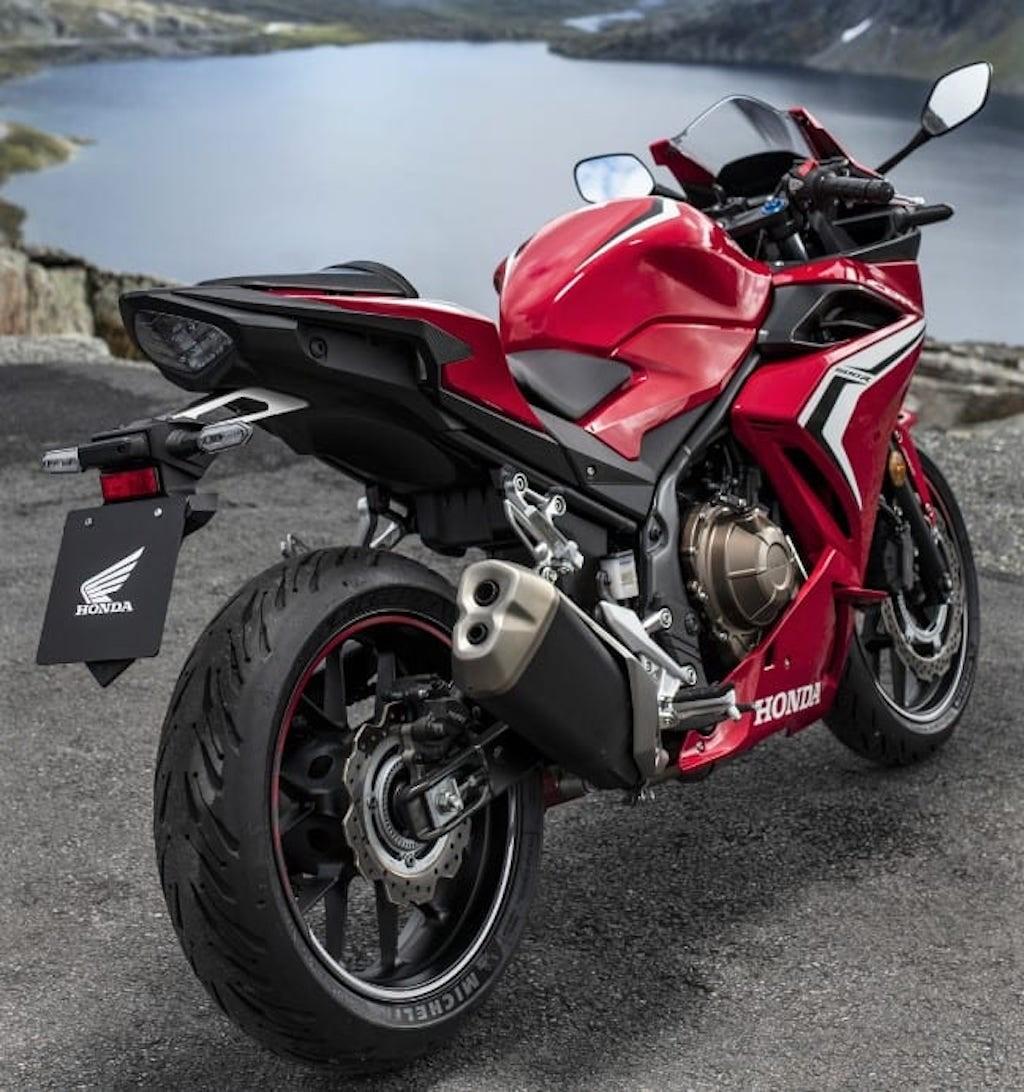Đuôi xe Honda CBR400R 2019 khá giống đuôi xe Honda CB1000R thế hệ cũ