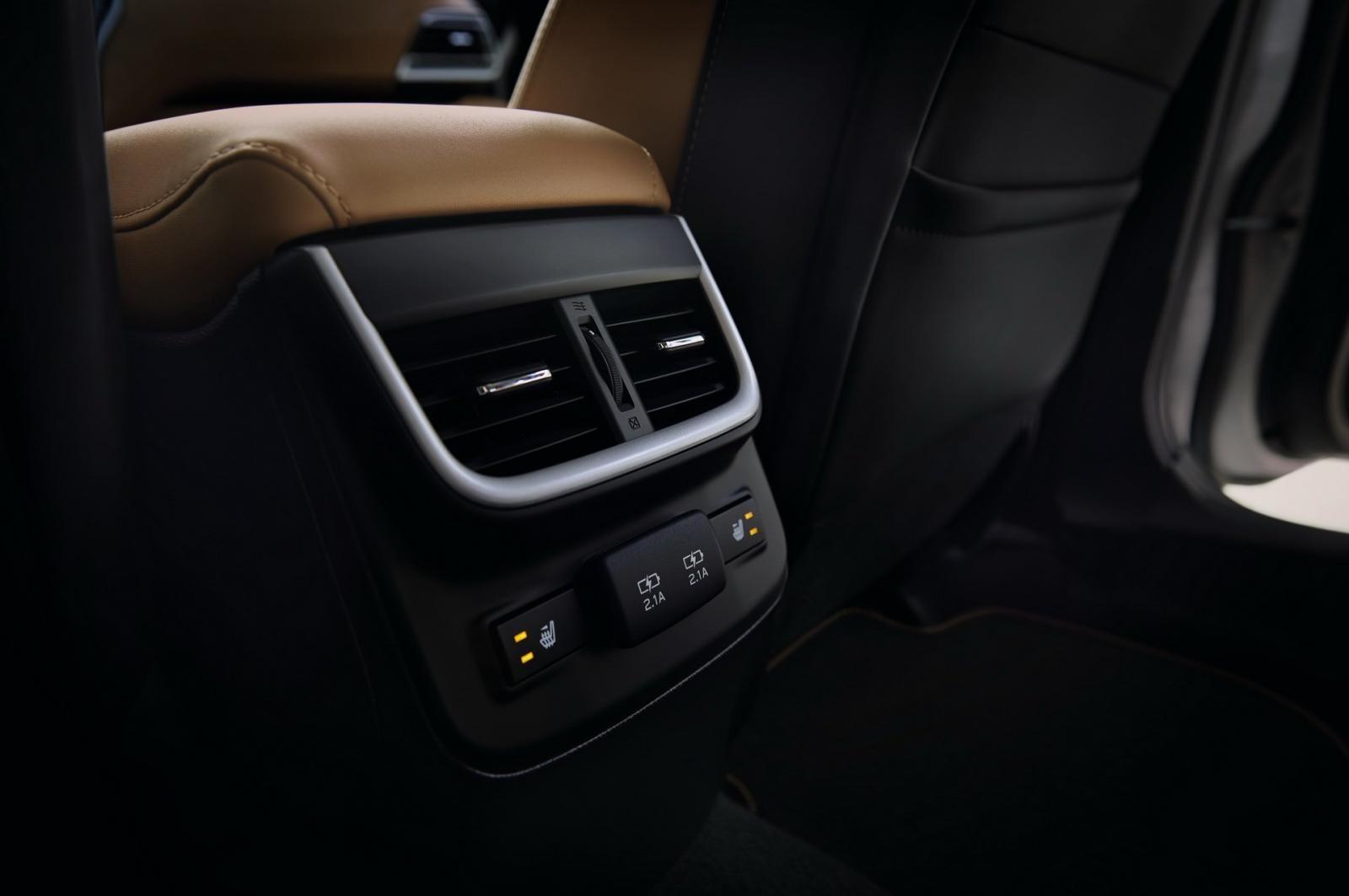 Cửa gió điều hòa hàng ghế sau của Subaru Legacy 2020