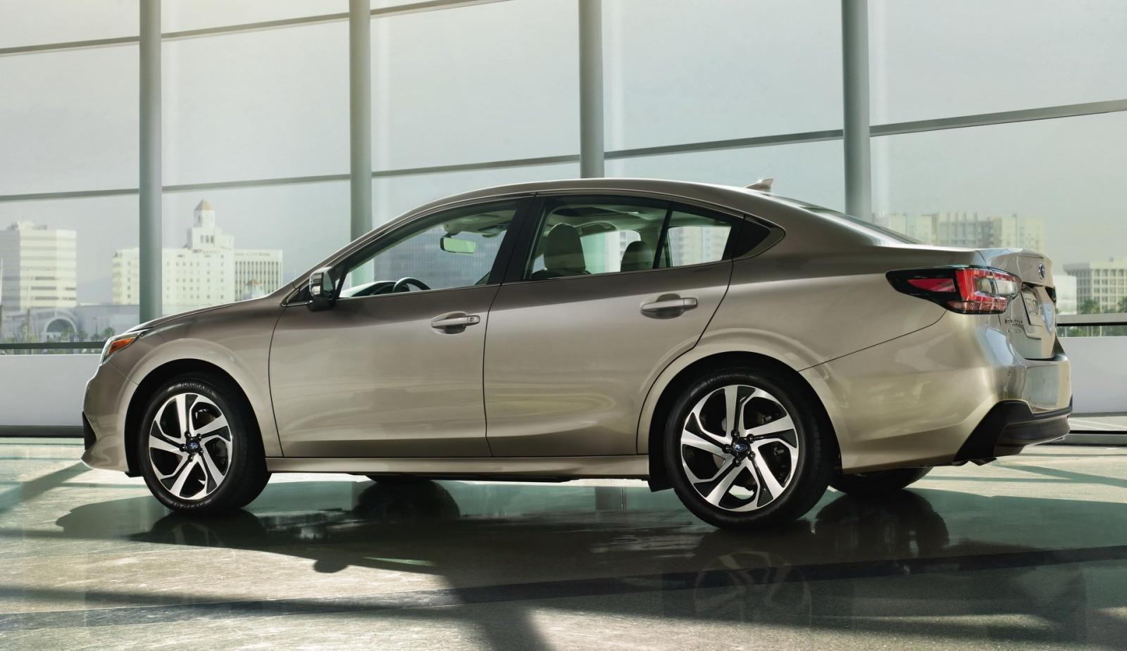 Subaru Legacy 2020 nhìn từ bên sườn