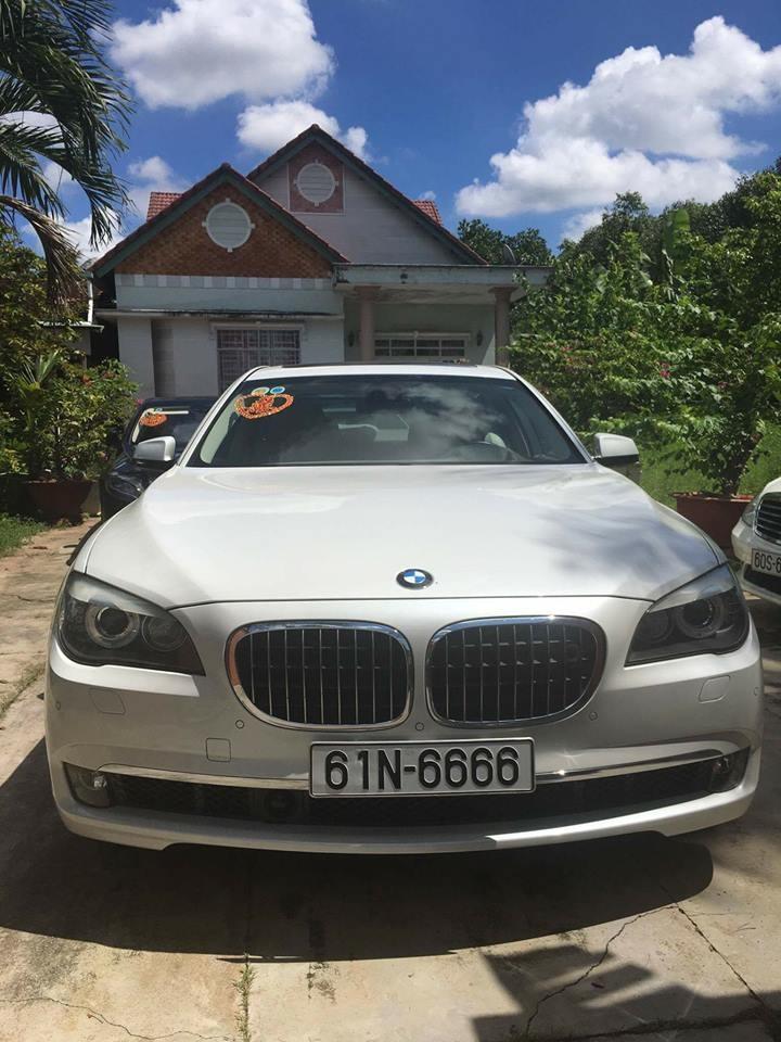 Một chiếc sedan hạng sang BMW mang biển tứ quý 6