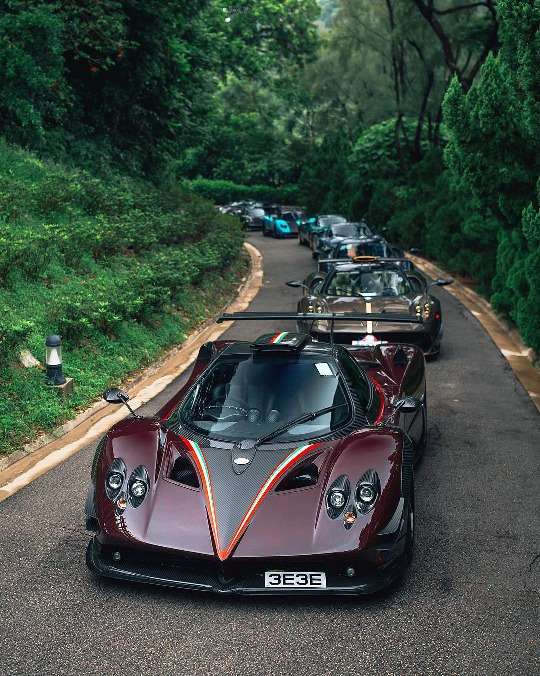 Đoàn xe Pagani rồng rắn di chuyển tại Hồng Kông
