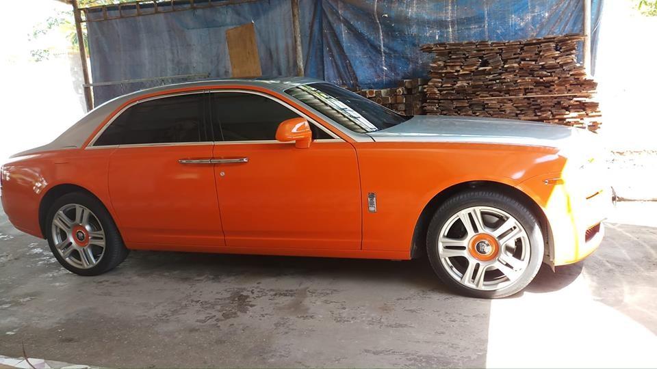 Ngoại thất xe được chủ nhân dán đổi màu sang cam