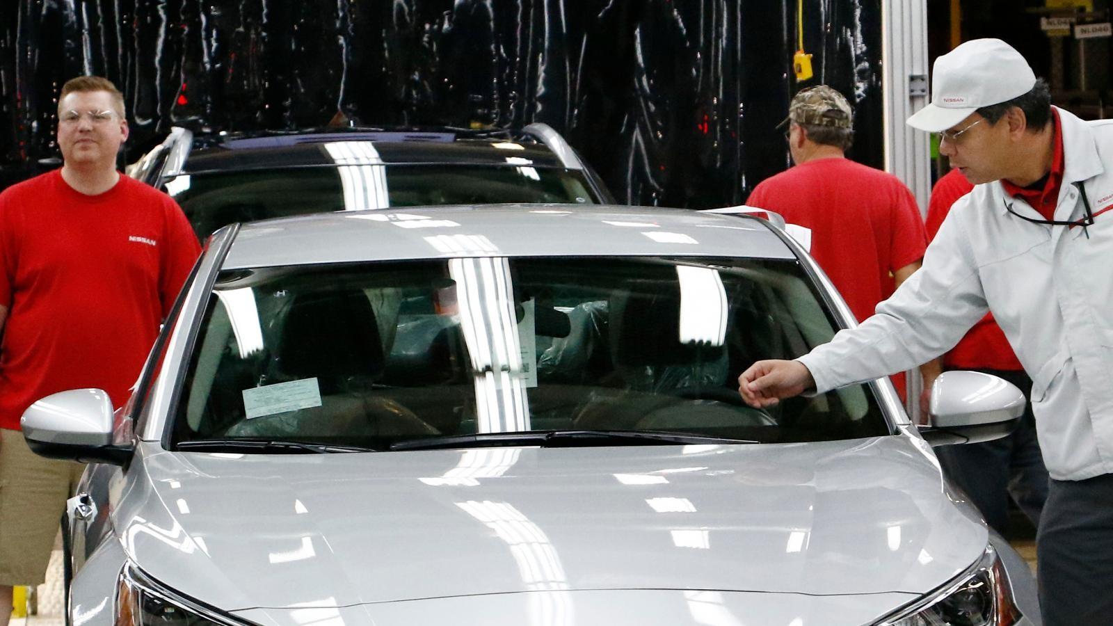 Sửa chữa kính chắn gió trên một chiếc xe hiện đại đã không còn đơn giản như trước kia
