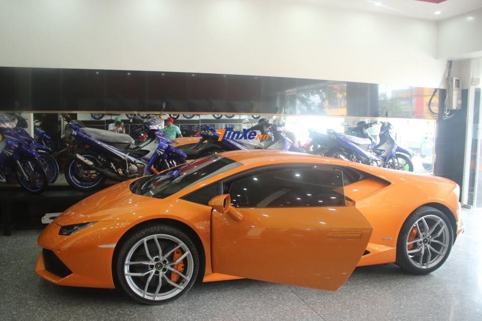 Siêu xe Lamborghini Huracan LP610-4 lúc mới về Bình Dương có màu sơn nguyên bản là cam