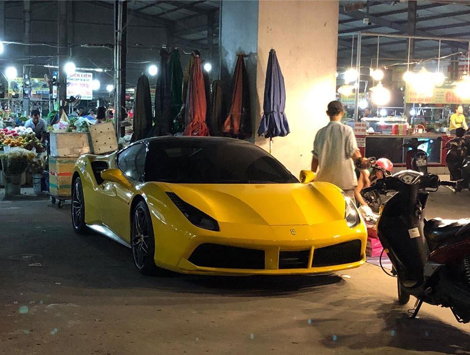 Siêu xe Ferrari 488 GTB màu vàng đầu tiên tại Bình Dương