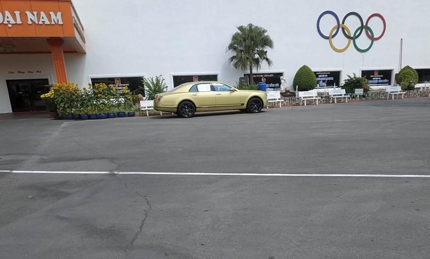 Bentley Mulsanne thế hệ mới đầu tiên tại Việt Nam của ông Dũng Lò Vôi đỗ tại khu du lịch Đại Nam ở tỉnh Bình Dương