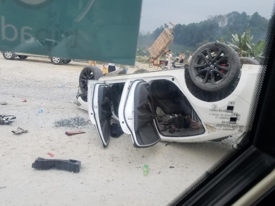 Chiếc Mazda6 bị hư hỏng nặng sau vụ tai nạn