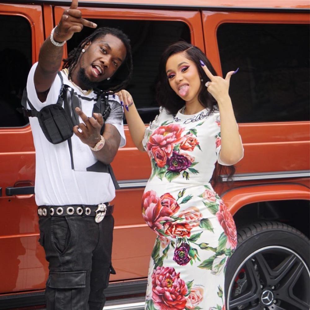 Cardi B và rapper Offset cùng chiếc Mercedes-Benz G-Class màu cam