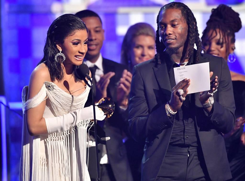 Nữ rapper tai tiếng Cardi B cùng vị hôn phu rapper Offset trên sân khấu trao giải Grammy