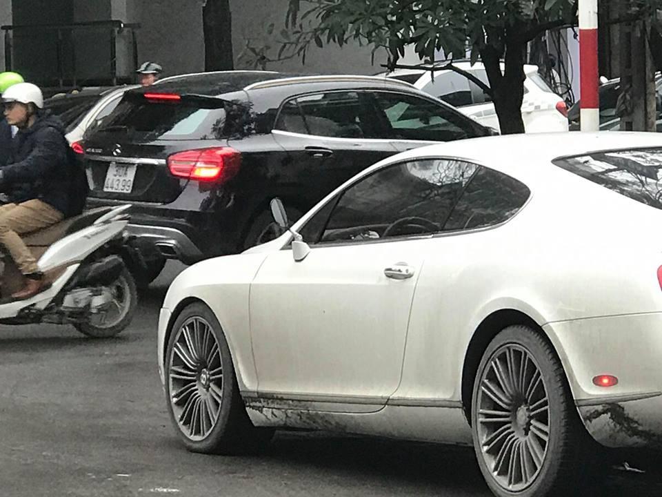 Tại thời điểm đó, chủ nhân đã mua gương xe máy để lắp vào chiếc Bentley Continental GT Speed này