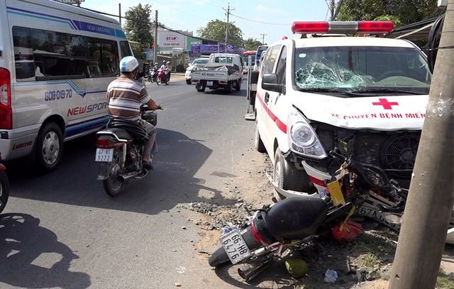 Hiện trường vụ tai nạn khiến một gia đìnhbị thương