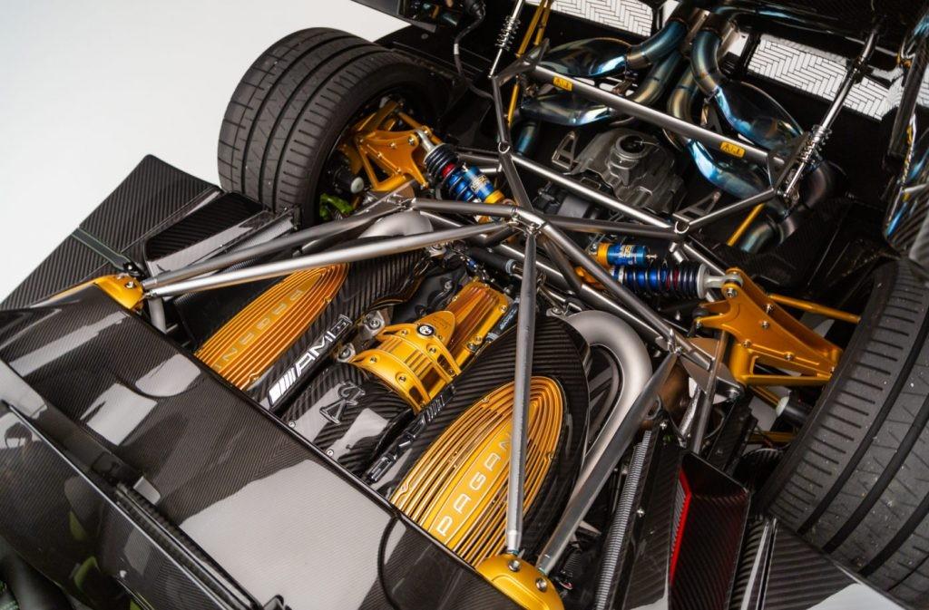 Động cơ Pagani Huayra Roadster mang màu sơn Acid Green