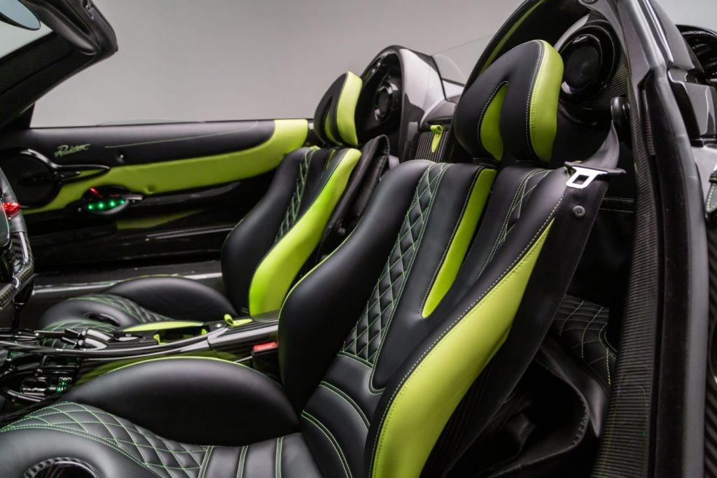 Cận cảnh nội thất chiếc siêu xe mui trần Pagani Huayra mang ngoại thất màu Acid Green