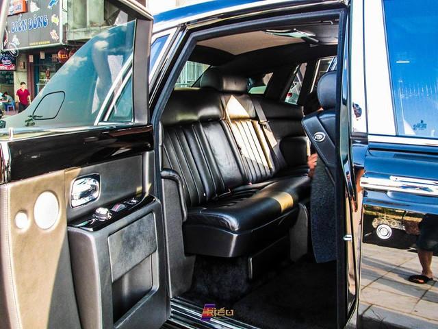 Nội thất chiếc xe siêu sang Rolls-Royce Phantom biển số tứ quý 8 tại Lào Cai