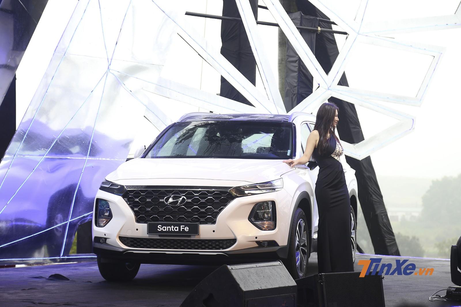 Hyundai Santa Fe 2019 bán được 836 xe trong tháng đầu mở bán