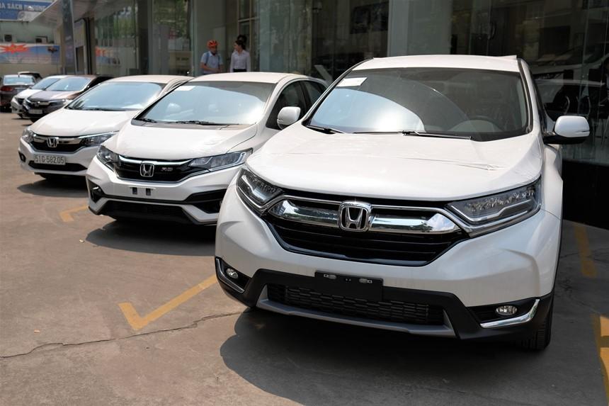 Hiện tại, Honda CR-V đang được bán đúng giá từ 983 triệu đến 1,093 tỷ đồng cho 3 phiên bản